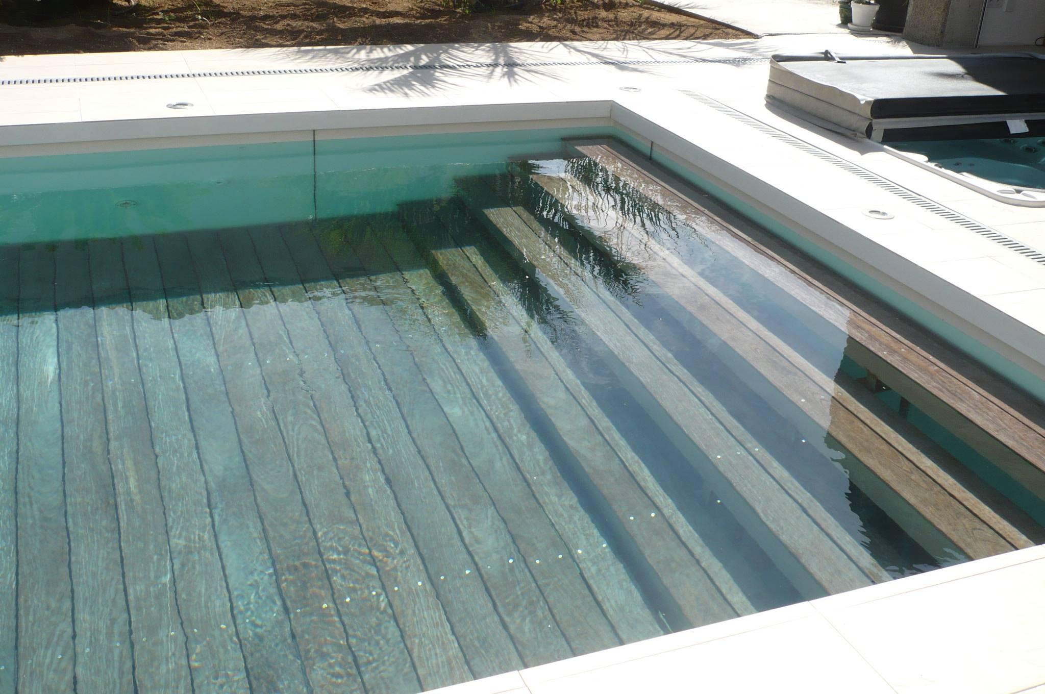 piscine à fond mobile